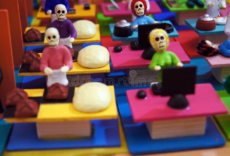 Ofiary, czaszki, rzemiosła odnosić sie dzień nieboszczyk w Meksyk Lajkonik pełno który robi my pamiętać kolory i tradycje zdjęcie royalty free
