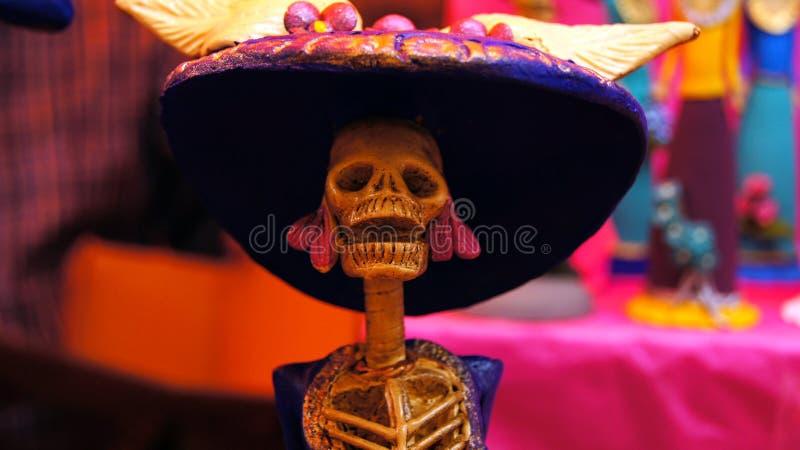 Ofiary, czaszki, rzemiosła odnosić sie dzień nieboszczyk w Meksyk Lajkonik pełno który robi my pamiętać kolory i tradycje fotografia stock