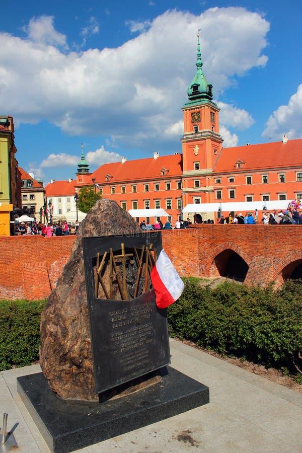 Oficiais de comemoração do monumento do exército polonês assassinado pelo soviete NKVD em Katyn em Varsóvia, Polônia imagens de stock