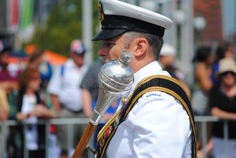 Oficial australiano de la marina en el desfile del día de Australia imagen de archivo