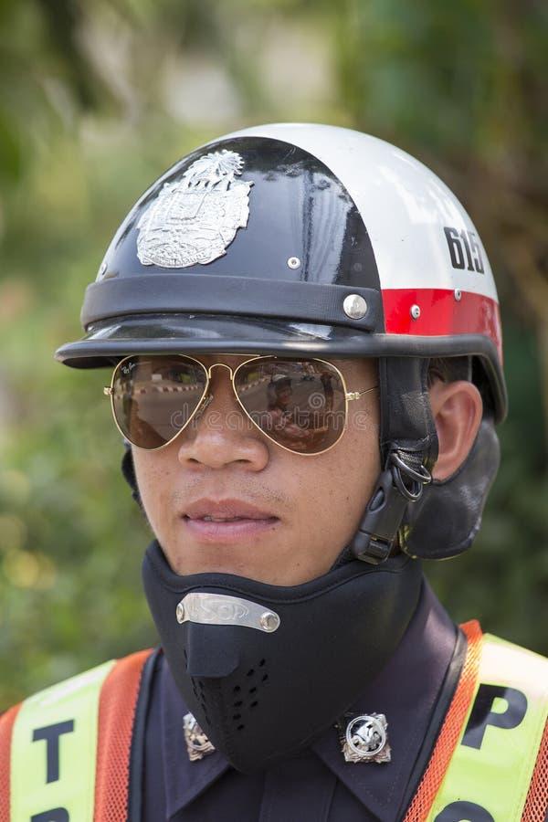 Oficial de polícia de trânsito do retrato Pai, Tailândia fotos de stock royalty free