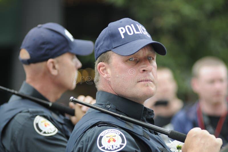 Oficial de polícia irritado. fotos de stock