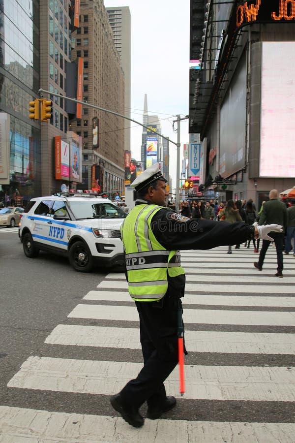 Oficial de policía del control de tráfico de NYPD en Lower Manhattan fotografía de archivo