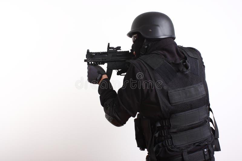 Oficial de policía del GOLPE VIOLENTO fotos de archivo libres de regalías