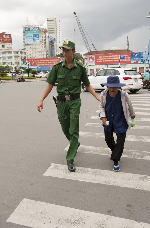 Oficial de policía en su trabajo imágenes de archivo libres de regalías
