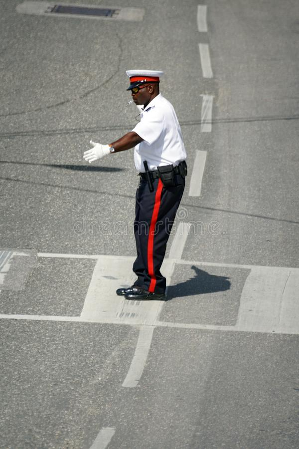 Oficial de policía uniformado en Gran Caimán foto de archivo libre de regalías