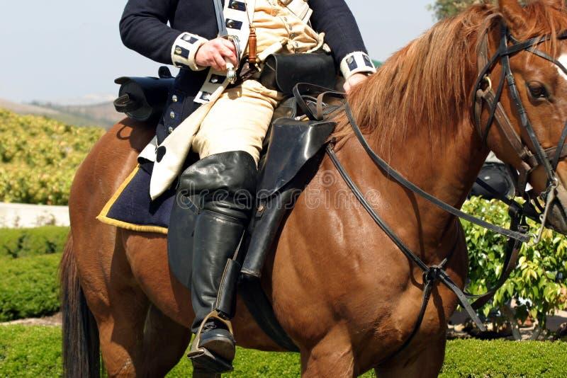 Oficial que monta um cavalo fotografia de stock royalty free