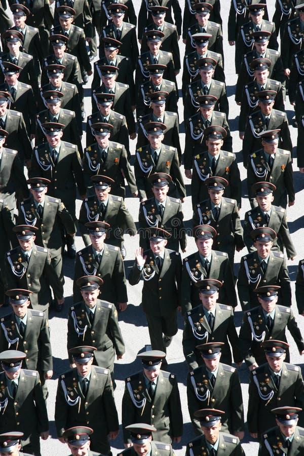 Oficiales del ejército de marchar ruso del ejército imágenes de archivo libres de regalías