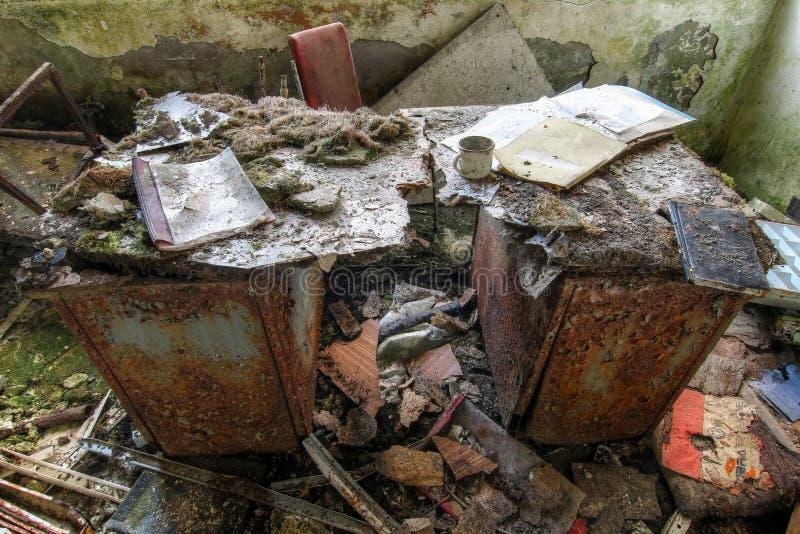 Oficina abandonada en una mina de mineral anterior fotos de archivo libres de regalías
