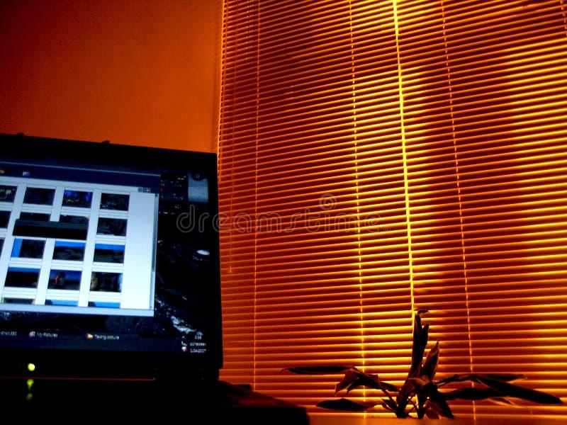 Oficina de la noche foto de archivo