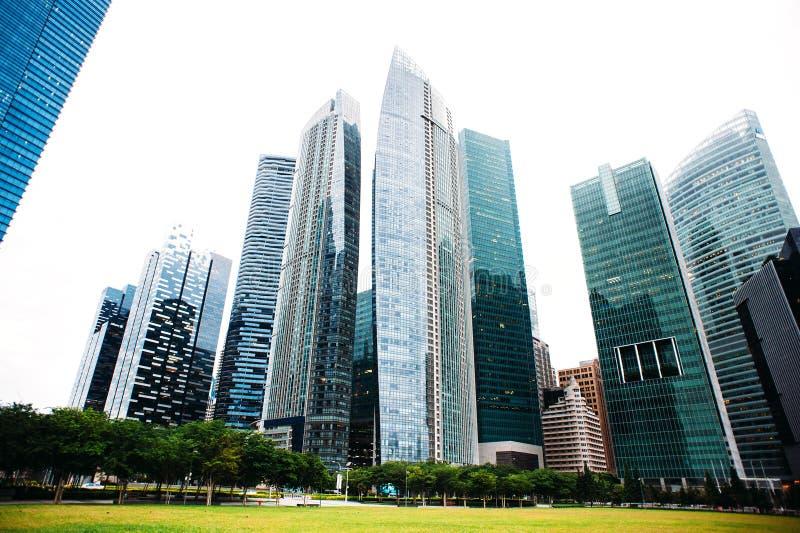 Oficina de negocios del rascacielos, edificio corporativo en Singapur fotografía de archivo libre de regalías
