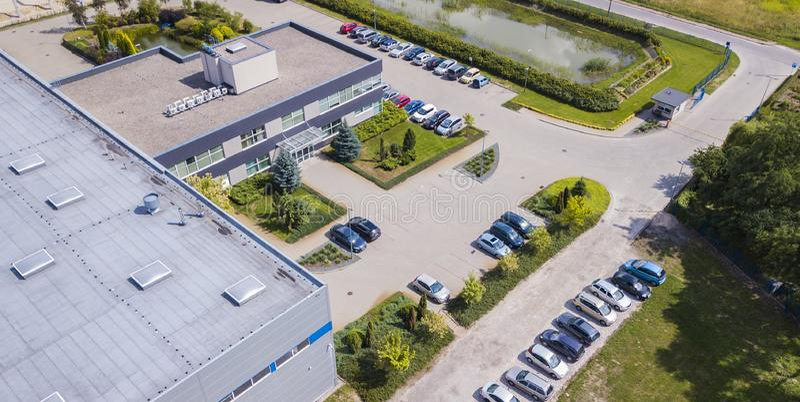 Oficina de negocios industrial y pequeña ligera típica vista desde arriba Antena a ver fotos de archivo