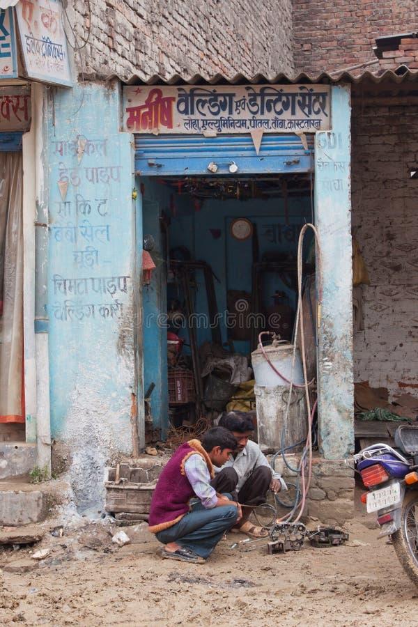 Oficina de reparações indiana do ciclo imagem de stock