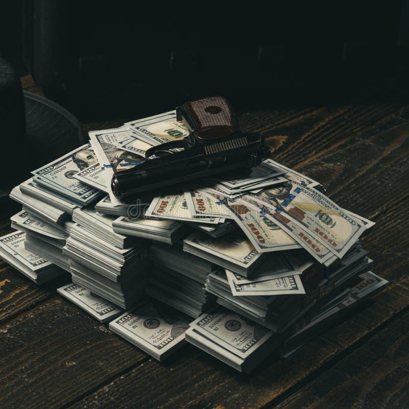oficina del contable Montón del dinero mafia Fabricación del dinero Economía y finanzas contador Transacción del dinero pequeño imagen de archivo libre de regalías