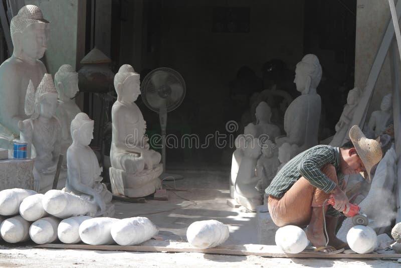 Oficina do mármore em Mandalay imagem de stock
