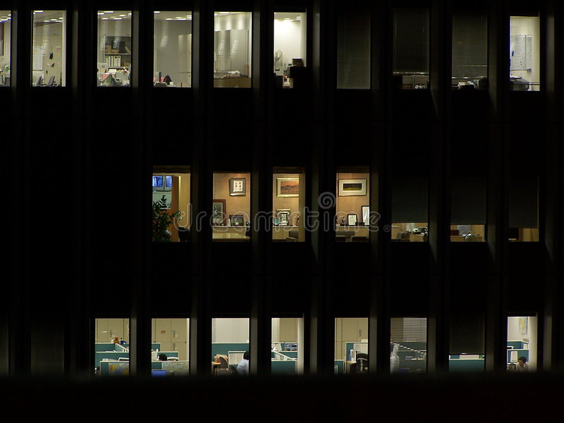 Oficina en la noche foto de archivo