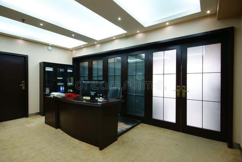 Oficina ordenada de la compañía imagen de archivo