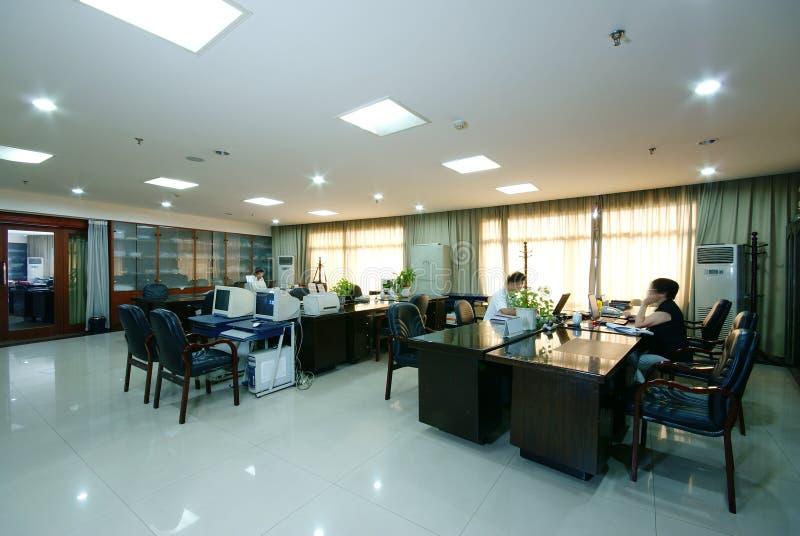 Oficina ordenada de la compañía fotos de archivo