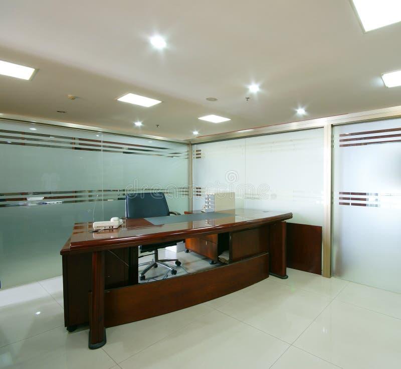Oficina ordenada de la compañía foto de archivo