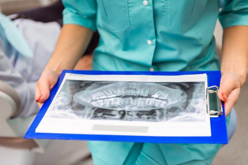 Oficina profesional del dentista imagen de archivo