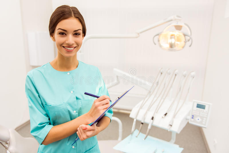 Oficina profesional del dentista fotos de archivo