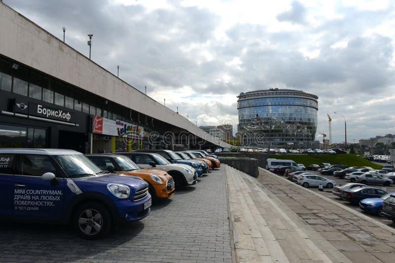 Oficina y centro de negocios multifuncional Diamond Hall y ` ruso de la canción del ` del teatro musical en la avenida olímpica d imagenes de archivo