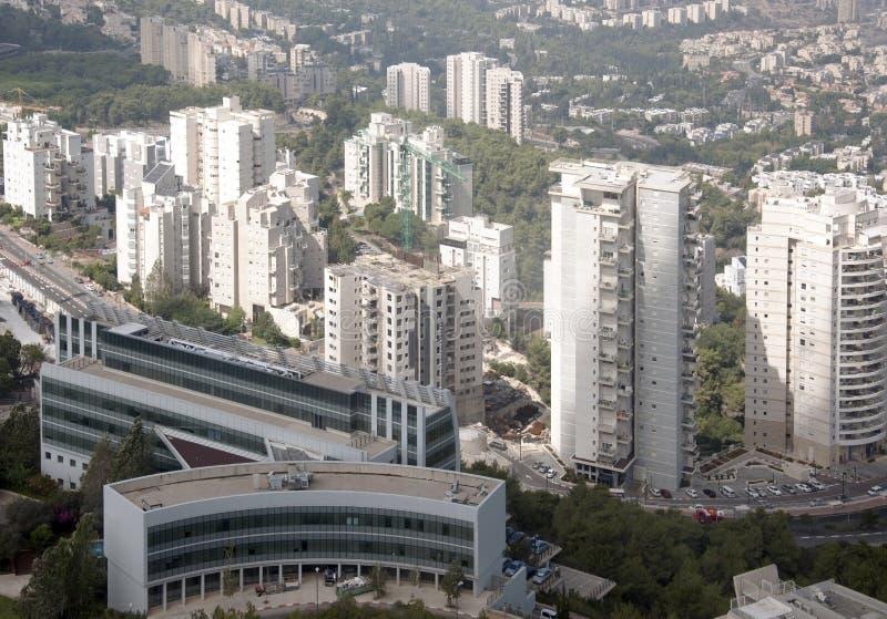 Oficinas debajo de la construcción y de edificios residenciales fotos de archivo libres de regalías