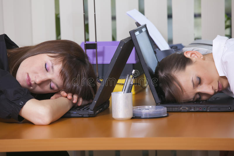 Oficinistas cansados fotos de archivo