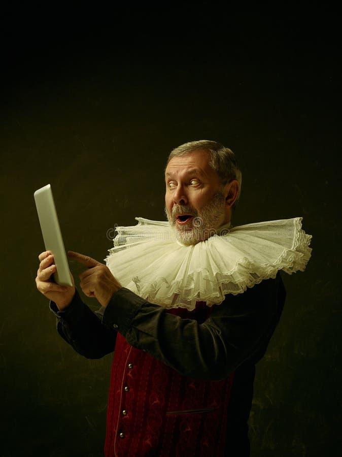 Oficjalny portret dziejowy gubernator od złotego wieka Studio strzał przeciw zmrok ścianie obraz royalty free