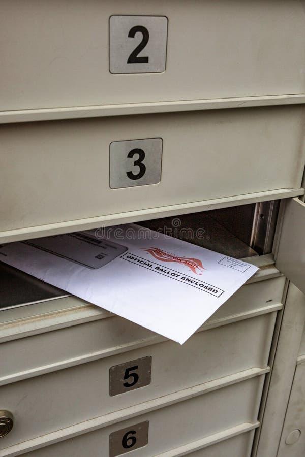 Oficjalny tajnego głosowania czekanie w skrzynce pocztowej zdjęcia stock