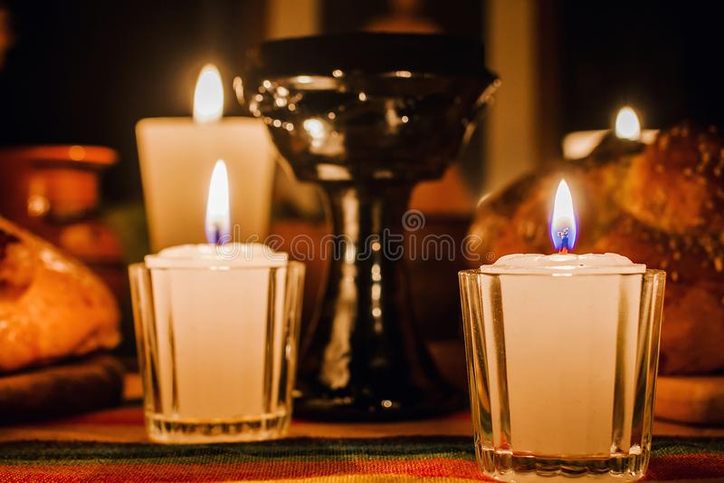 Ofrenda día de muertos, jour mexicain de l'autel mort, bougies au Mexique de offre photos stock