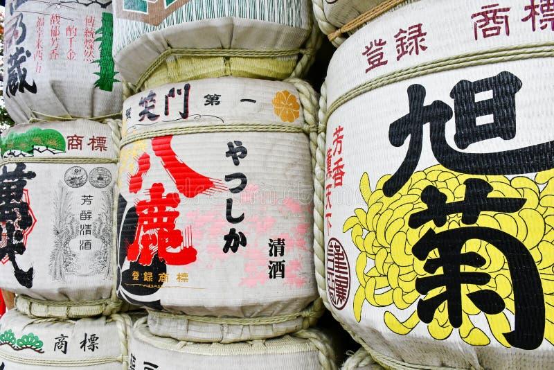 Ofrendas del barril del motivo en la capilla de Kushida, Fukuoka imagen de archivo