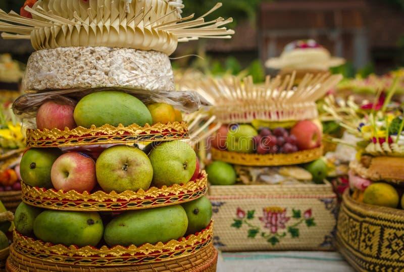 Ofrendas tradicionales del balinese imagenes de archivo