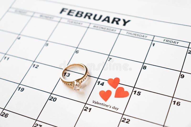 Ofrezca casarse El día de tarjeta del día de San Valentín, el 14 de febrero en el calendario imagen de archivo libre de regalías