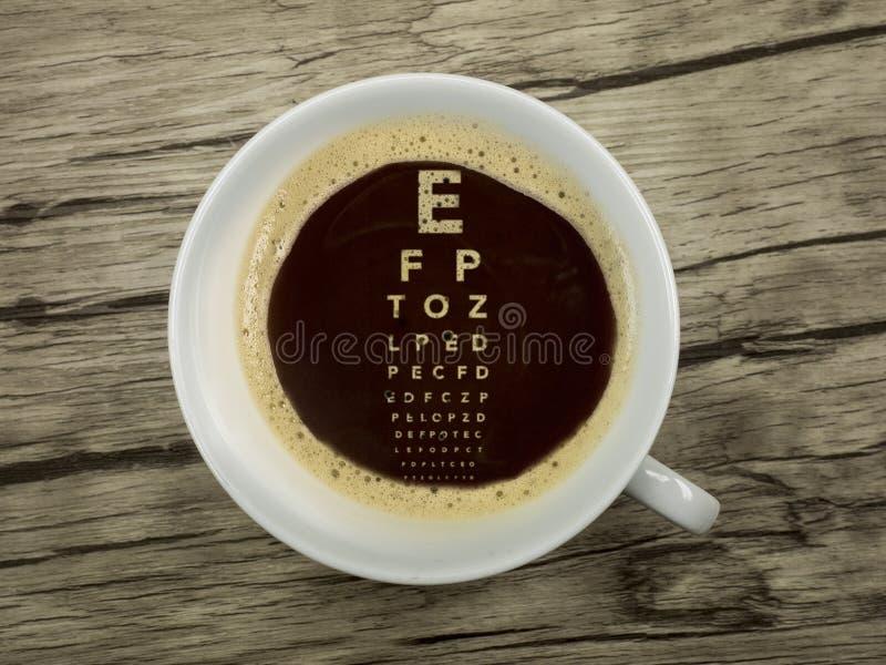 Oftalmolog oferuje kawę zdjęcia royalty free