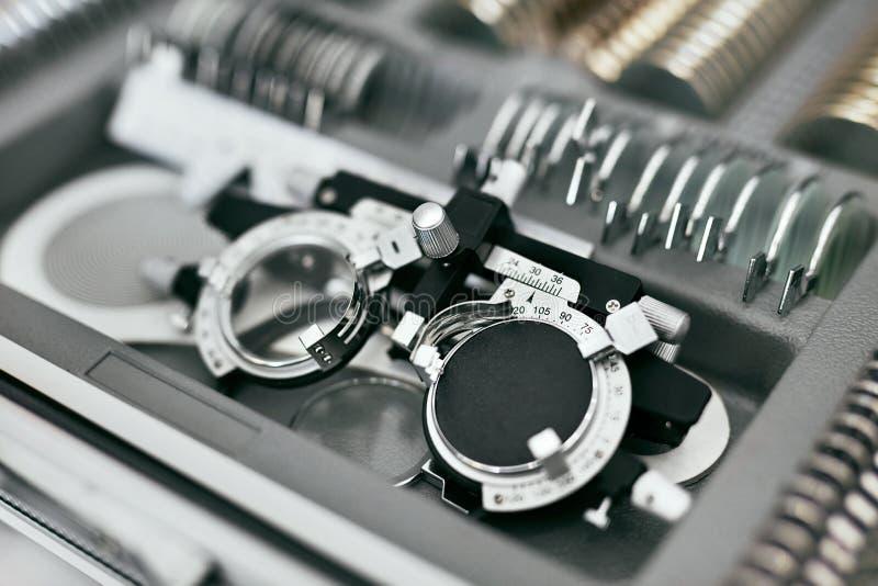 Oftalmologiemedische apparatuur, Hulpmiddelen voor de Close-up van het Zichtexamen stock afbeelding