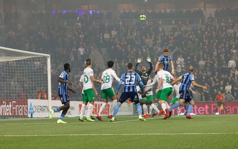 Ofter do caos um canto nos quartos de final suecos do copo do futebol entre Djurgarden contra Hammarby fotos de stock