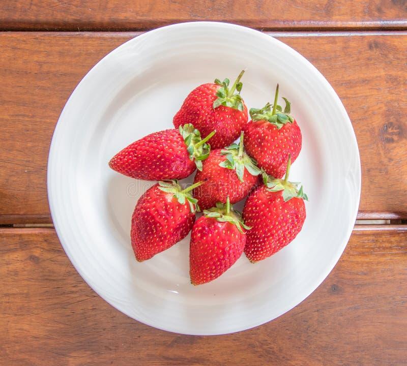 Ofullbordade jordgubbar royaltyfria foton
