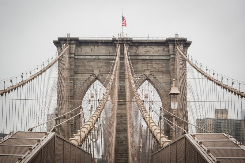 Ogólna architektura sławny most brooklyński iść w centrum Manhattan obraz royalty free