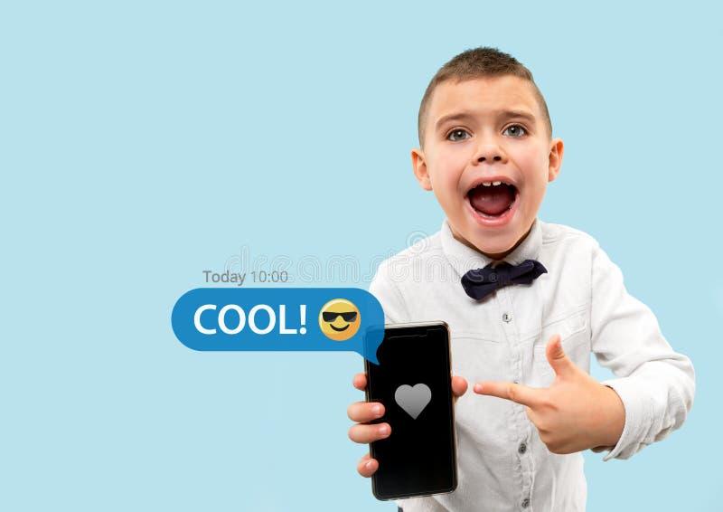 Ogólnospołeczne medialne interakcje na telefonie komórkowym zdjęcia royalty free