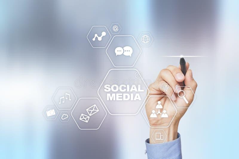 Ogólnospołeczny medialny pojęcie na wirtualnym ekranie SMM rynek Komunikaci i interneta technologia obraz stock