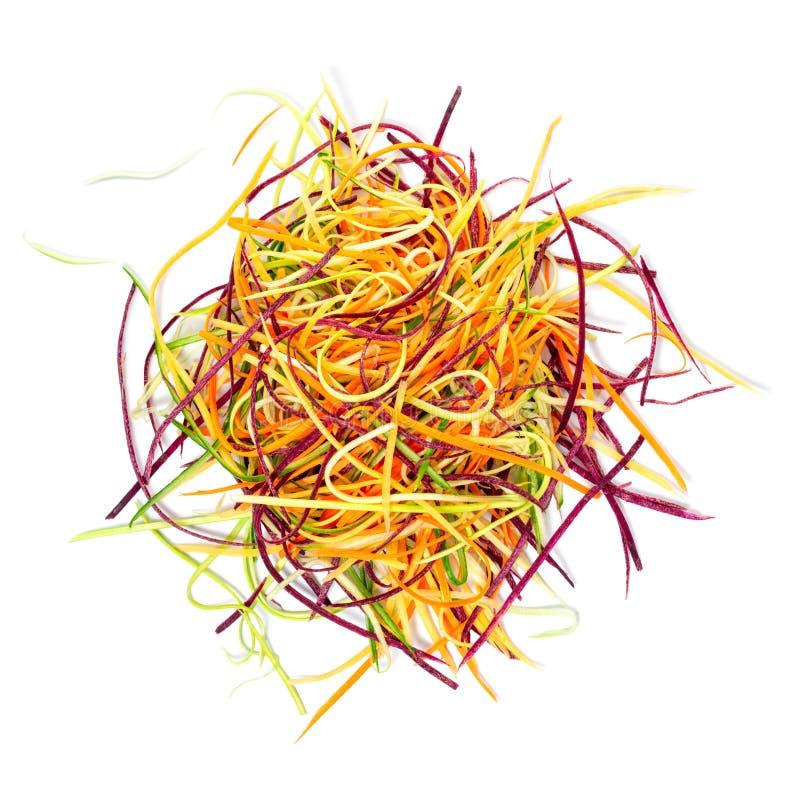 ogórek, zucchini, marchewek warzywa julienned dla sałatki odizolowywającej na białym tle, pojęcia surowy jarski jedzenie zdjęcia stock