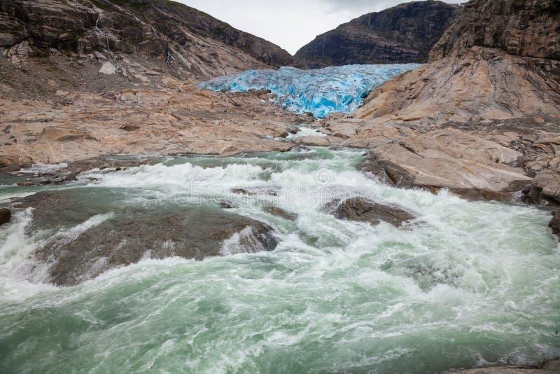 Og Fjordane Norvège Scandinavie de Sogn de parc national de Jostedalsbreen de rivière de glacier de Nigardsbreen photographie stock libre de droits