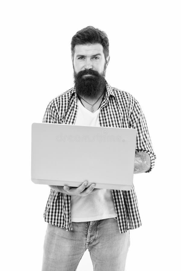 Og?lnospo?eczny medialny marketingowy ekspert M??czyzna z laptopem pracuje jako smm sieci bieg?y przedsi?biorca budowlany lub pro zdjęcie royalty free