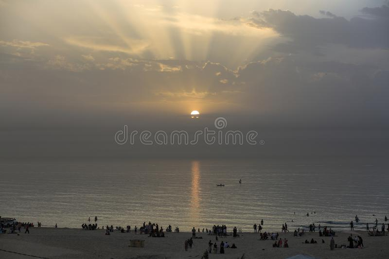 Ogenblik van zonsondergang van het strand van de Stad van Gaza royalty-vrije stock afbeelding