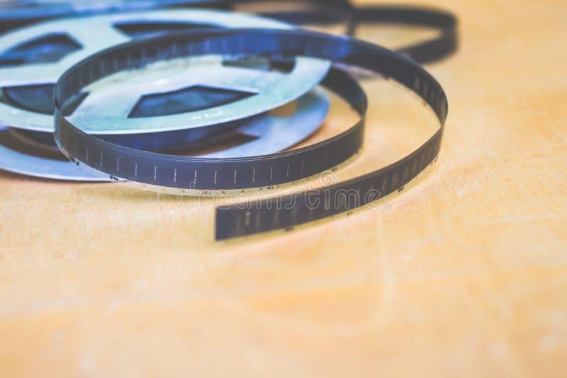 Oggetto di antichità: annaspi con un vecchio film, colpo sul film, per fotografie stock