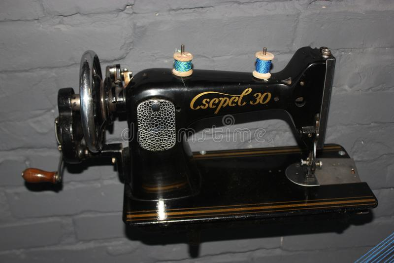Oggetto di modo di stile della macchina per cucire di Csepel retro immagine stock libera da diritti