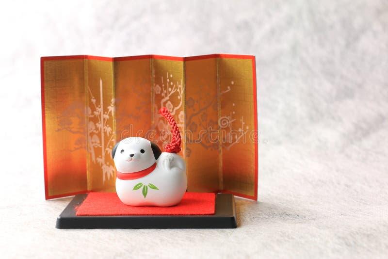 Oggetto giapponese del cane del nuovo anno su bianco fotografie stock libere da diritti