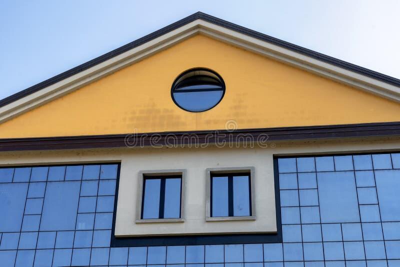 Oggiono, Италия: современное здание стоковая фотография rf