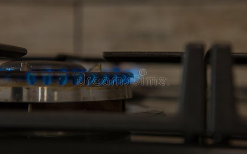 Ogień na benzynowej kuchenki palniku Palnik benzynowa kuchenka, pojęcie energia zbliżenie, selekcyjna ostrość obrazy royalty free